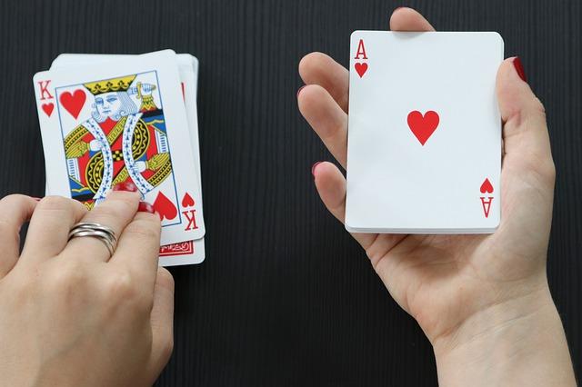 Top Benefits of Playing At Online Gambling Platform
