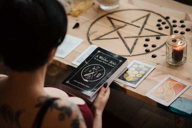Understand the Significance of Tarot Card Reading